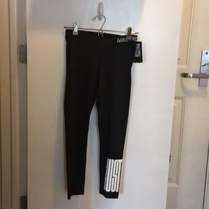 Women's Nike Cropped Length Tights Black size m